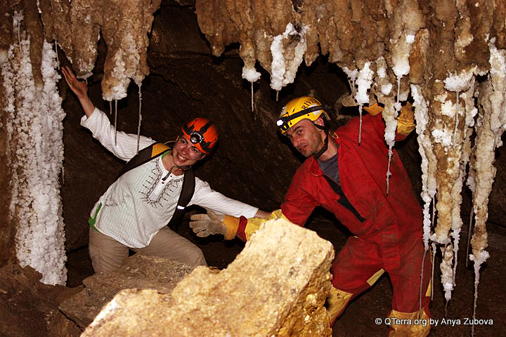 Caving (spelunking / snapling) in Israel - Colonel Cave